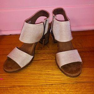 Toms Shoes Size 7.5 US